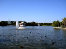 Free Lake And Fountain Stock Photography - 9967822