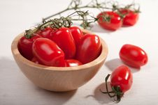 Free Ripe Tomatoes In Wooden Bowl Stock Photo - 9975430
