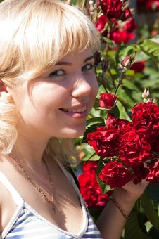 Free Woman With Roses Royalty Free Stock Photography - 9977757