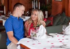Free The Man And The Fine Girl In Restaurant Stock Image - 9977961