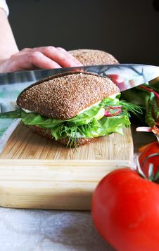 Free Dividing Healthy Rye Bread Sandwich In Half Royalty Free Stock Photography - 9977967