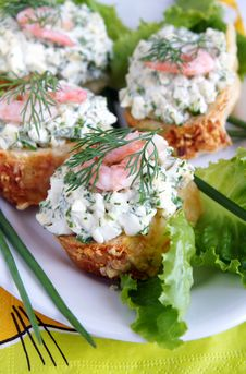 Free Healthy Enrich Sandwiches With Shrimps Royalty Free Stock Images - 9978179