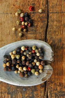 Free Colorful Peppercorns On A Wooden Spoon Royalty Free Stock Photo - 9978315