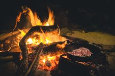 Free Campfire Cooking Meat In Skillet Royalty Free Stock Photography - 99789317
