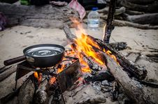 Free Skillet On Campfire Stock Photo - 99789360