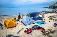 Free Campsite Along Waterfront Royalty Free Stock Photo - 99789415
