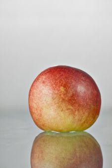 Free Delicious Fresh Peach Reflection Stock Photos - 9980073