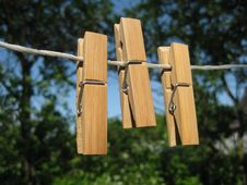 Free Clothespins And Clothes-line Stock Photo - 9981120
