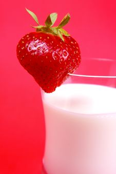 Free Strawberry Milk Drink Royalty Free Stock Image - 9984066