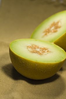 Free Yellow Melon On Fabric Royalty Free Stock Photos - 9988118
