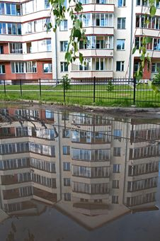 Free Reflection In A Puddle Stock Photos - 9988213
