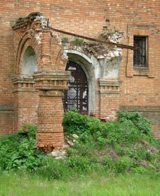Free The Ancient Destroyed Building. Royalty Free Stock Photos - 9989818