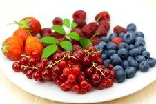 Free Fresh Ripe Summer Berries Background Stock Images - 9991294