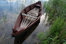 Free Boat And Lake Royalty Free Stock Images - 9991439