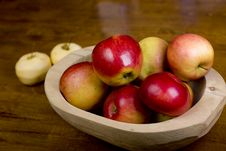Apples In Wooden Pan Stock Images