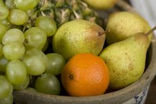 Free Basket Full Of Fruits Stock Images - 9994024