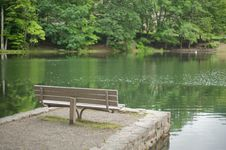 Free Empty Park Bench By The Lake Royalty Free Stock Photos - 9994928