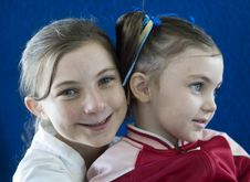 Free Sisters Together Smiling Royalty Free Stock Photography - 9995897