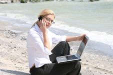 Free Business Woman Royalty Free Stock Photography - 9998937
