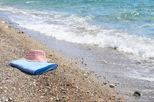 Free Sea,sun Hat And Towel. Stock Images - 9999774